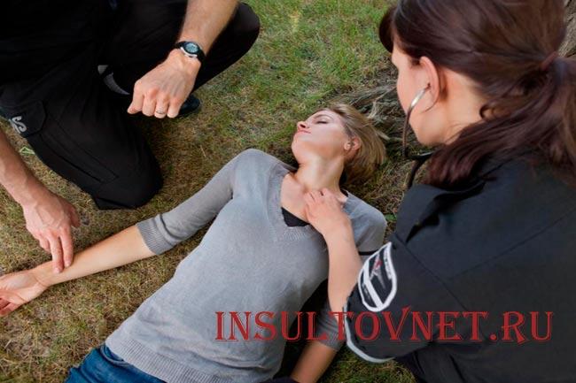 Обморок при инсульте