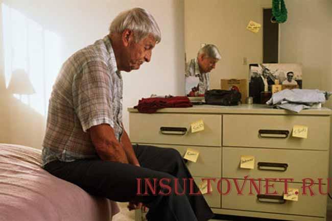 Больной при болезни Альцгеймера