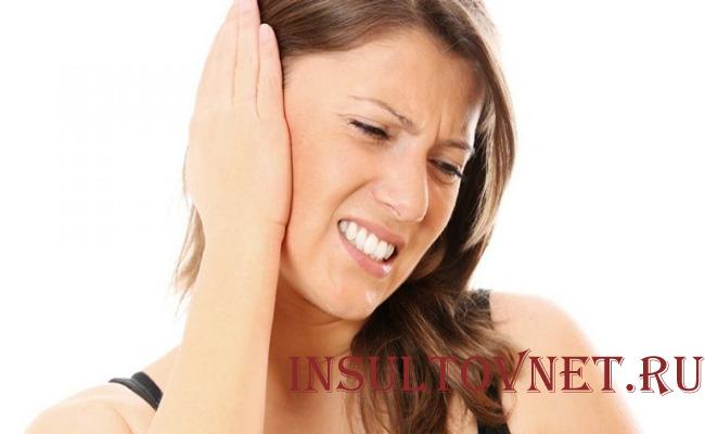 Болит ухо и голова